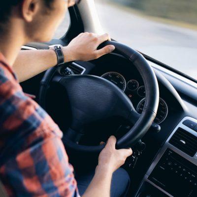 3 bedrijven waar je goedkoop auto's kan huren