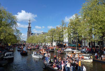 Een boot huren voor Koningsdag in Amsterdam;  waar moet je op letten?