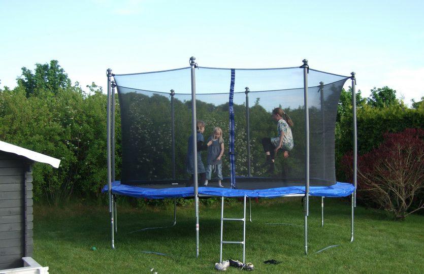 Kinderfeestje thuis organiseren? Huur een trampoline!